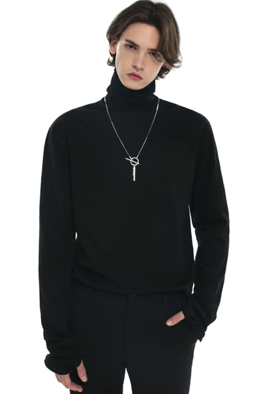 turtle neck hand warmer sleeve t-shirt black